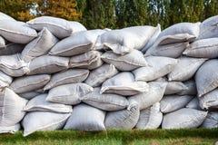 Zandzakken voor vloeddefensie Stock Foto's