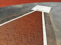 Zangão aéreo disparado de uma pista de atletismo imagens de stock royalty free