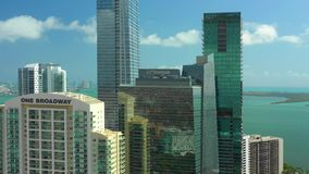 Zangão aéreo Miami video Brickell da cidade vídeos de arquivo