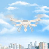 Zangão branco moderno que paira em um céu azul brilhante 3d Imagens de Stock Royalty Free