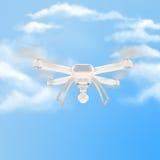 Zangão branco moderno que paira em um céu azul brilhante 3d Fotografia de Stock Royalty Free