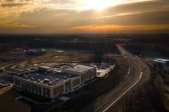Zangão do céu do nascer do sol na estrada New-jersey de Plainsboro imagem de stock
