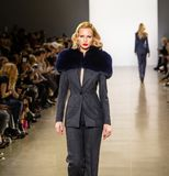 Zang Toi FW19 landningsbanashow som delen av där New York Fashion Week arkivfoton