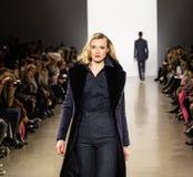 Zang Toi FW19 landningsbanashow som delen av där New York Fashion Week royaltyfria bilder