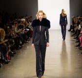 Zang Toi FW19 landningsbanashow som delen av där New York Fashion Week royaltyfria foton