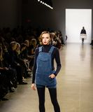 Zang Toi FW19 landningsbanashow som delen av där New York Fashion Week royaltyfri fotografi