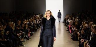 Zang Toi FW19 pasa startowego przedstawienie jako część new york fashion week tam zdjęcie stock