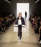 Zang Toi FW19 pasa startowego przedstawienie jako część new york fashion week tam fotografia stock