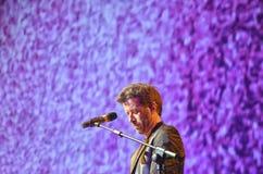 Zanger Daniele Silvestri op stadium bij de concertzaal van Florenc stock afbeelding