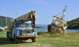 Zaniechana ciężarówka i statek Fotografia Royalty Free