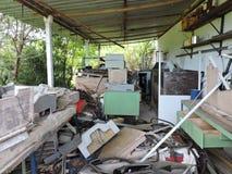 Zaniechana fabryka, części wystawiać klimat przemysł Zdjęcia Stock