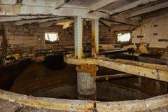 Zaniechana fabryka, rujnujący budynek Zdjęcie Royalty Free