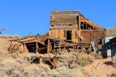 Zaniechana kopalnia w Wschodnich sierra Mono okręg administracyjny Kalifornia Zdjęcia Stock