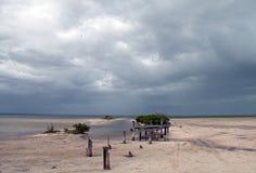 Zaniechana Marnieje Łódkowata doku Chachmuchuk laguna w Isla Blanca Cancun Meksyk Zdjęcie Stock