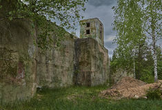 Zaniechana militarna baza w lesie fotografia royalty free