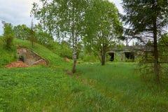 Zaniechana militarna baza w lesie zdjęcia royalty free