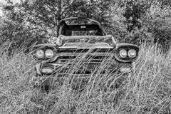 Zaniechana rocznika Chevrolet furgonetka Fotografia Royalty Free