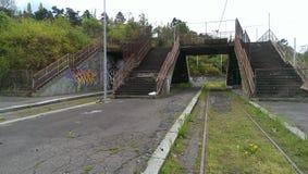 Zaniechana tramwajowa stantion trawa na raiways Obrazy Stock