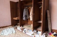 Zaniechana upaćkana sypialnia Obraz Stock