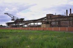 Zaniechana węglowa elektryczna elektrownia lub elektrownia w Niemcy Wschodnie Zdjęcie Stock