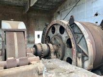 Zaniechane metal budowy solankowa kopalnia Ośniedziały metal, luźna cegła obrazy royalty free