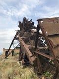 Zaniechane metal budowy solankowa kopalnia Ośniedziały metal, załamujący się poparcia obraz royalty free
