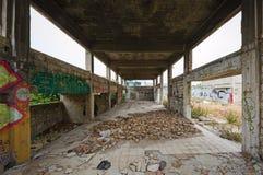 zaniechanego budynku puszka wizerunku przemysłowy wewnętrzny bieg tonujący obraz royalty free