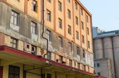 Zaniechanego podsumowania przemysłowi fabryczni budynki Obrazy Stock