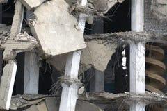 Zaniechanego zniszczonego fabrycznego budynku przemysłowy tło obraz royalty free
