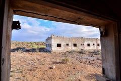 Zaniechani budynki Militarna baza obraz stock