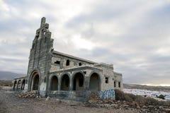 Zaniechani budynki Militarna baza w Tenerife wyspach kanaryjska fotografia stock