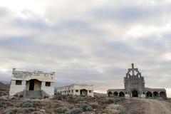 Zaniechani budynki Militarna baza w Tenerife wyspach kanaryjska fotografia royalty free