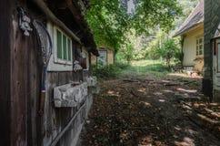 zaniechani domy na ziemi fotografia royalty free