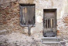 Zaniechani drzwi i okno Zdjęcia Royalty Free