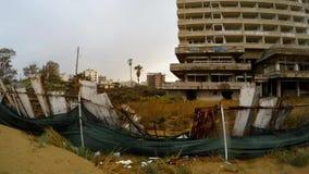 Zaniechani hotele w zakazującym Greckim mieście Varosha w deszczu w zimie zdjęcie wideo
