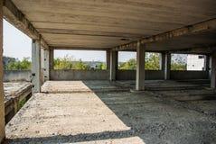 Zaniechany budynek duża fabryka Obrazy Stock