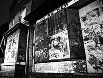 Zaniechany budynek, graffiti zakrywający, Birmingham UK obraz royalty free