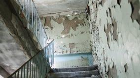 zaniechany budynek Prawie załamujący się i rujnujący blok mieszkalny Rujnujący budynki w getcie Wandalizmu wzór zbiory