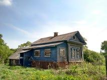 zaniechany dom na wsi Obrazy Royalty Free