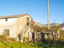 Zaniechany dom na wsi Fotografia Royalty Free