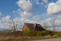 Zaniechany dom na wsi, Milford, książe Edward okręg administracyjny, Ontario Zdjęcia Stock