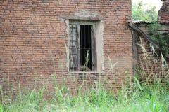 Zaniechany dom na wsi okno Zdjęcie Royalty Free