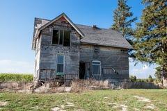 Zaniechany dom 2017 - Palmyra, NA Kanada, Wrześniu - Zdjęcia Stock