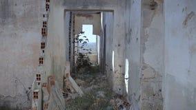 Zaniechany dom ustanawia strzał łamać ściany zbiory wideo