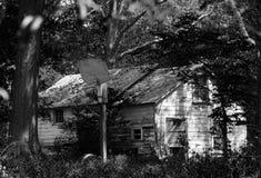 Zaniechany dom w Czarny I Biały Zdjęcie Royalty Free