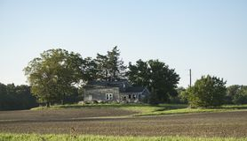 Zaniechany dom w kraju zdjęcie royalty free