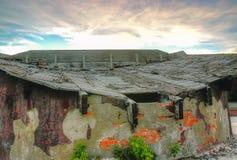 Zaniechany dom wiejski na burzowym dniu Obraz Stock