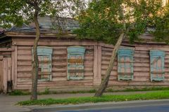 Zaniechany dom Z Wsiadający W górę Windows zdjęcie royalty free