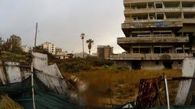 Zaniechany hotel pod deszczem w miasto widmo Varosha w Północnym Cypr zbiory