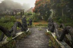Zaniechany i tajemniczy hotelowy Bedugul Taman w mgle Indonezja Obraz Stock